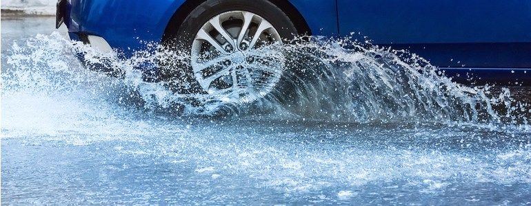 Como conduzir durante uma tromba de água
